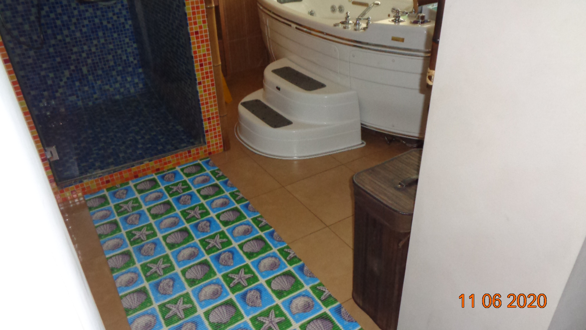 Read more about the article Соответствует ли напольное покрытие в помещении санитарным и техническим требованиям